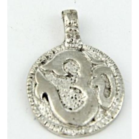 Ezüst színű OM medál